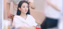 赵丽颖拍vlog透露自拍妙招 笑称化妆只有三个步骤