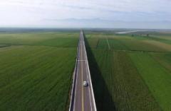 2019年湖南省公路运输运营里程、客运量、货运量及投资规模分析「图」