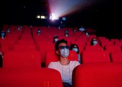 停摆180天的电影院,复工12天票房突破2.5亿元,影院彻底复苏要待何时?报复性观影会来吗?「图」