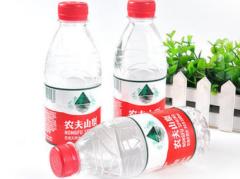"""前记者卖水卖成中国首富,不可否认农夫山泉才是真正的 """"印钞机"""",钟睒睒身家达4022亿!「图」"""