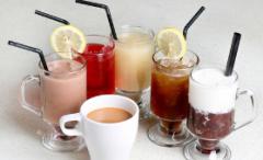 新茶饮市场发展空间大!国内现制饮品市场规模约达1300亿元,2020年新茶饮门店数整体上呈快速增长趋势「图」