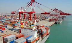 我国外贸迎开门红!今年前2个月我国进出口总值5.44万亿元,进出口比重持续增加,出口同比增逾5成「图」