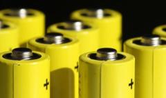 """新能源汽车""""带飞""""六氟磷酸锂需求,2021年上半年锂电投资项目37个,投资总额超过3100亿元。"""